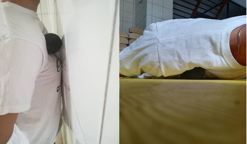 Sposób wykonania masażu przy ścianie (po lewej) oraz w pozycji leżącej na podłodze (po prawej)