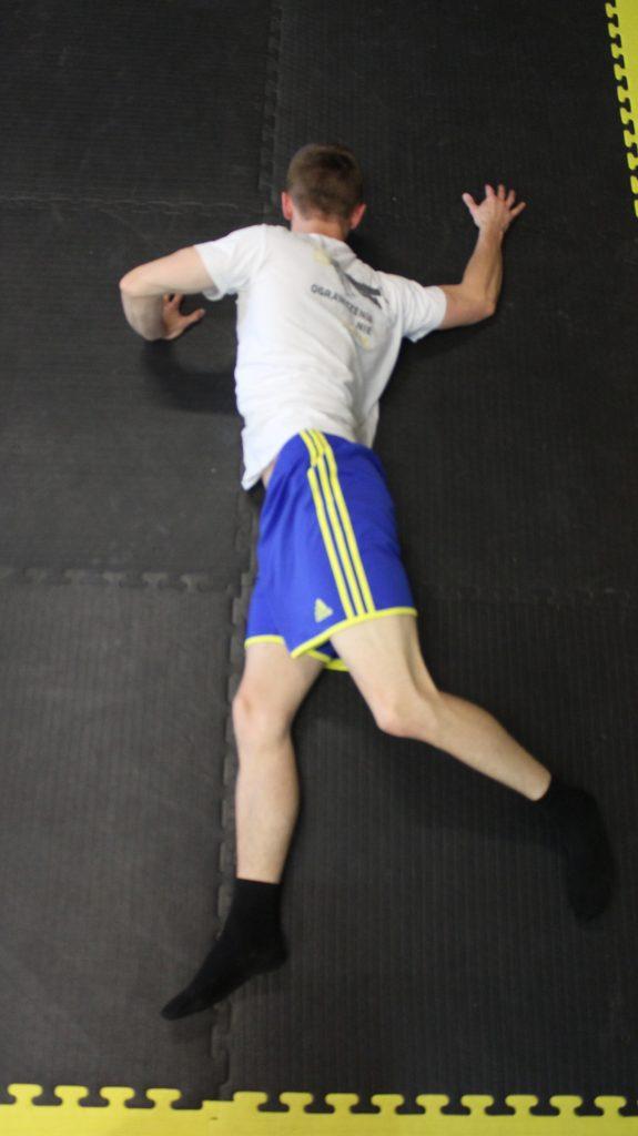 Sposób wykonania ćwiczenia nr 1 Mobilność odcinka piersiowego
