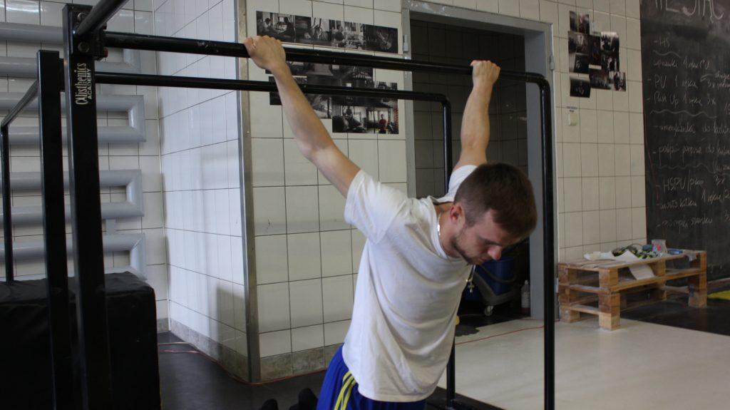 Sposób wykonania ćwiczenia nr 2. Mobilność odcinka piersiowego